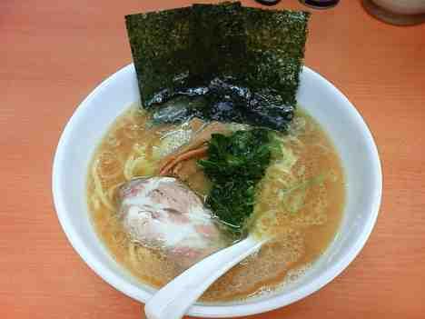 横浜ラーメン 大和家の大和家ラーメン(太麺)の口コミ 南越谷駅から徒歩15分ほど