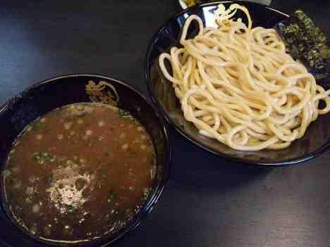 つけ麺 無極の豚骨つけ麺の口コミ 西武新宿線「野方駅」から徒歩6分ほど