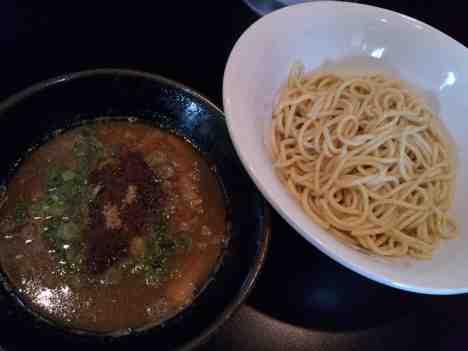麺専門店 自家製麺 織恩のつけそばの口コミ 東京メトロ南北線「東大前駅」から徒歩2分ほど