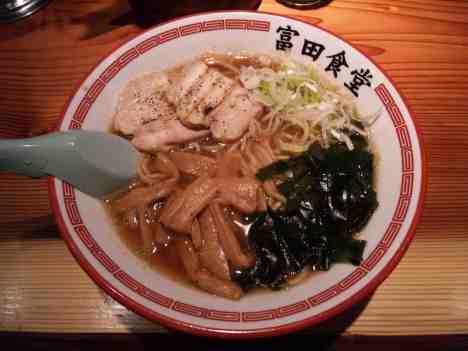 松戸中華そば 富田食堂の中華そばの口コミ JR常磐線、新京成電鉄「松戸駅」から徒歩3分